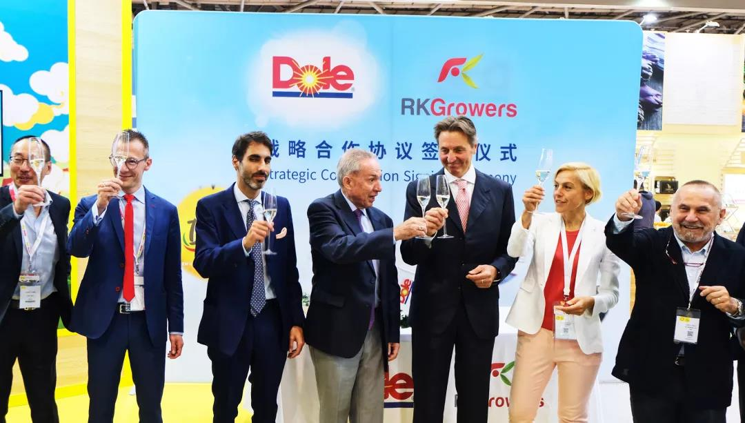 Toast to the new strategic cooperation between Dole and RK Growers