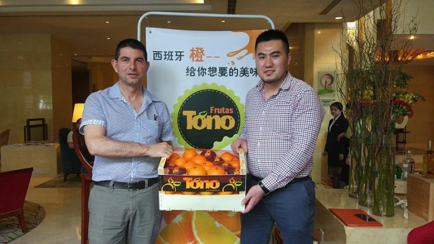 Tono and Fruitceo marketing Spanish oranges in China